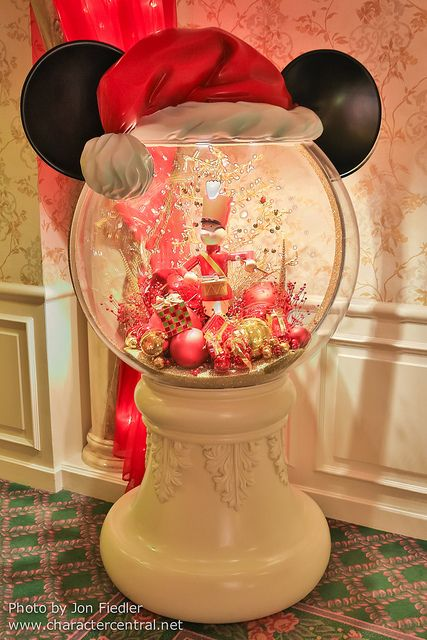 Giant Mickey Snow Globe- I would love to make a small table top version of this with fish bowl, candlestick, etc.