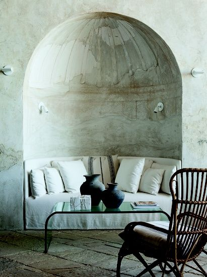.: Cozy Nooks, Time Travel, Plaster Wall, Romantic Places, Design Interiors, Interiors Design, Reading Nooks, Curves Sofas, Richard Shapiro