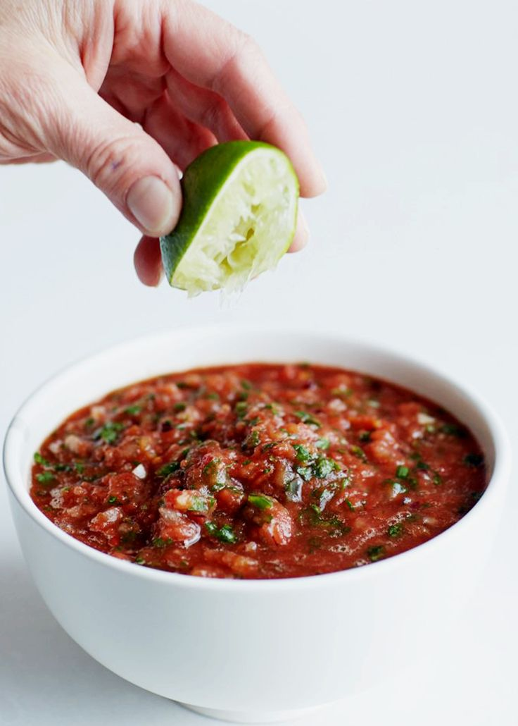 Ever wonder what the difference between salsa and pico de gallo is? This explains it.