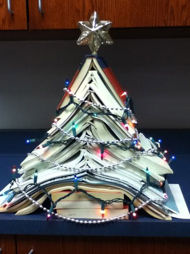 DCG Middle School Library: library display...I'll have to do this at my front desk!!!  So CUTE!