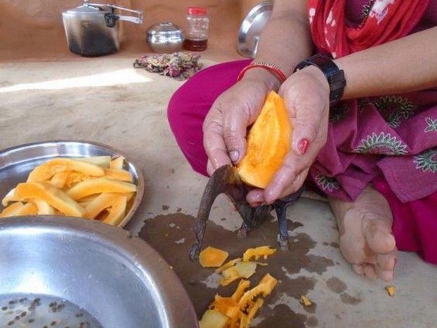 Κορίτσια από το Νεπάλ φωτογραφίζουν όλα όσα δεν επιτρέπεται να αγγίζουν όταν έχουν περίοδο - Living | Ladylike.gr