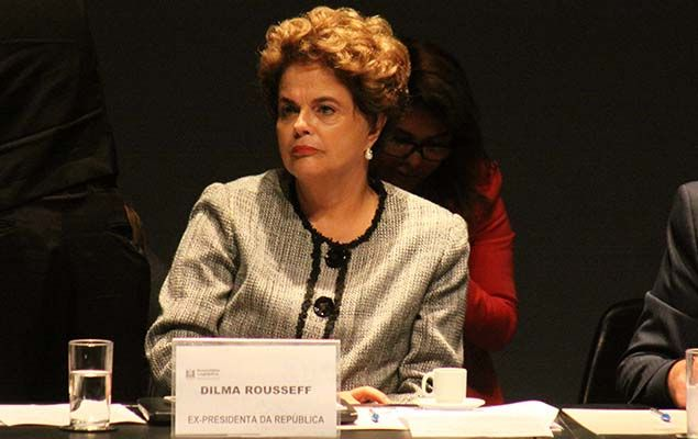 """A ex-presidente Dilma Rousseff definiu a condenação de Lula, 71, seu antecessor no cargo, como """"um escárnio""""."""