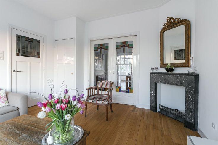 Kamer en suite in jaren30 stijl met originele haard schuifdeuren met glas - Kamer originele kind ...