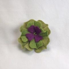 Yeşil Mor Keçe Çiçek Broş - #tasarim #tarz #yesil #rengi #moda #hediye #ozel #nishmoda #green #colored #design #designer #fashion #trend #gift yeşil tasarım