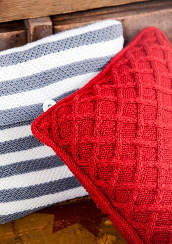 Sisustukseen sopivat pehmoiset tyynyt syntyvät neuloen. Kokoa oma tyynypinosi merellisistä raidoista ja palmikoista. Raidalliset neuletyynyt on neulottu samalla ohjeella, saat sillä neljä erilaista tyynyä. Sileän neuleen lisäksi raidoissa on ainaoikeaa, jossa joka toinen silmukka neulotaan takareunastaan oikein. Neulo ensin tyynyn läppä tasona ja sen jälkeen loput tyynystä suljettuna neuleena. Kiinnitä läppä kolmella napilla, voit halutessasi …