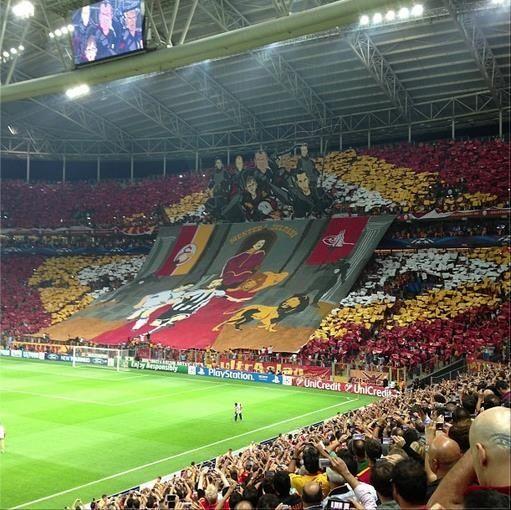 Şampiyonlar Ligi'nde yaptığı koreografilerle adından söz ettiren Galatasaray, BBC'nin anketinde onurlandırıldı. Son zamanlara damga vuran en iyi koreografilerin seçildiği ankette sarı kırmızılıların 2013 Eylül'ünde Real Madrid'le yaptığı maç öncesinde yapılan koreografi, oyların büyük kısmını alarak birinci oldu.