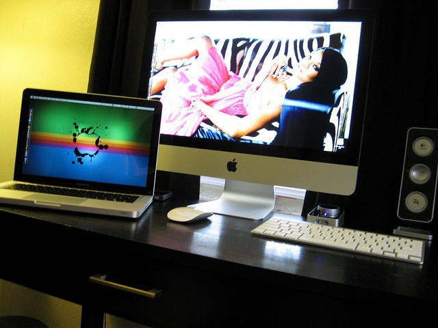 My MacBook Pro and my iMac.    > What I use everyday.     http://hc.com.vn/  http://hc.com.vn/vien-thong.html  http://hc.com.vn/vien-thong/dien-thoai-di-dong.html