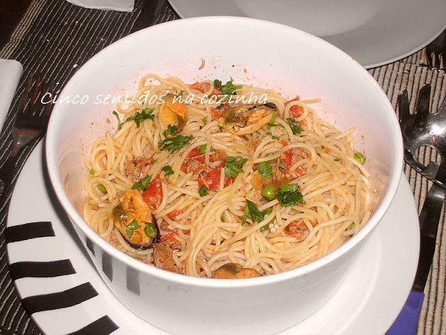 Cinco sentidos na cozinha: Esparguete com atum e mexilhão em conserva