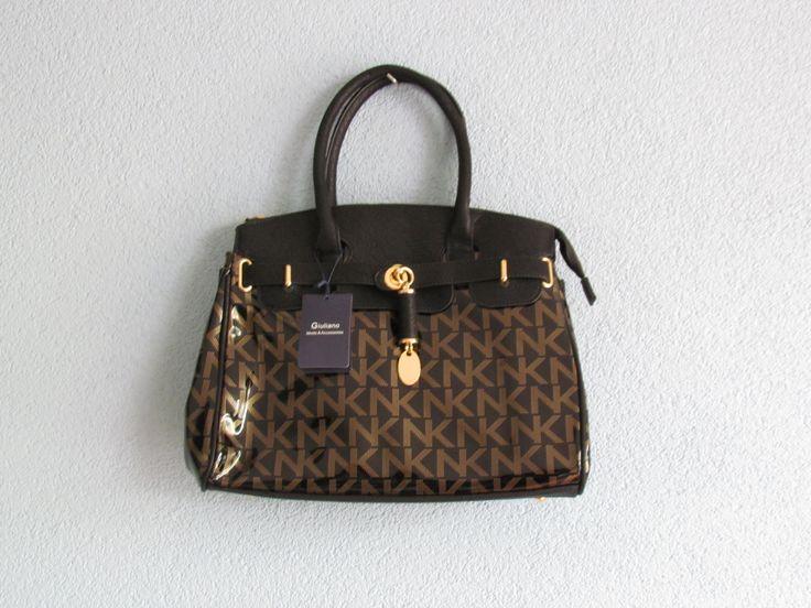 Zwarte tas met letters(lak) Artikelnummer: 0726 Prijs: € 26,95