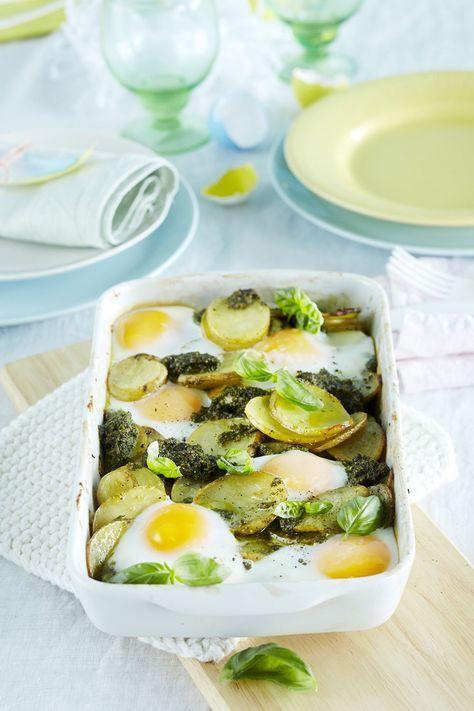 Perunavuoasta tulee tuhti ja hauskannäköinen, kun sen pinnalle rikotaan kypsymään kananmunia. Kokeile ruokaa esimerkiksi paistetun kanan tai lihan...