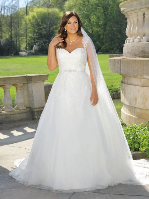 official photos 01365 f6e64 Pin auf Wedding Gowns