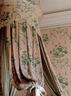 lit la polonaise in pink, green, white and gray chintz