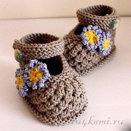 Booties-sandálias com agulhas de tricô