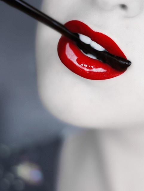 glossy red lips @pinkfrosting0 Reminds me of the makeup you did for our photo shoot :)