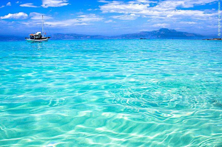 Ένα παράδεισος απέναντι από την Ιεράπετρα...τη Νοτιότερη πόλη της Ευρώπης ! Απολαύστε τον ! :-) | A paradise opposite Ierapetra...the southernmost town in Europe ! Enjoy it ! :-)  Άλλος για την βάρκα μας ?? Προορισμός ... Χρυσή ! Περισσότερη εξωτική Κρήτη στο www.fb.com/festivalaki.gr  Everybody get on board! Destination: Chrisi Paradiso, SE Crete #Chrisi #ChrisiIsland #Ierapetra #Lasithi #Lassithi #BeautifulCrete #Crete #Paradise #Vacations #Holidays