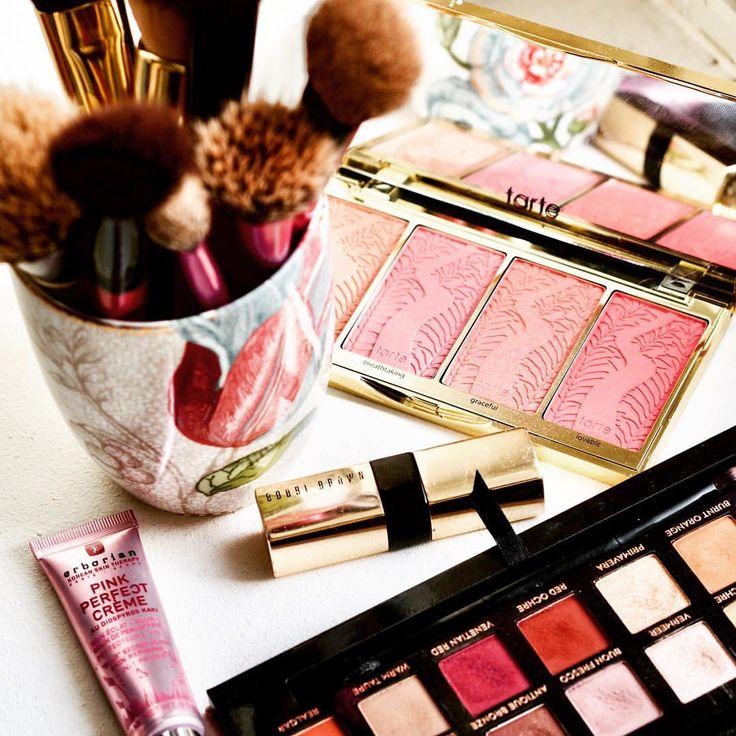 I need some color today! #motd #tuesday #makeup #maturemakeup #modernrenaissance #colorful #makeuplover #beauty #beautyblog #instablogger…