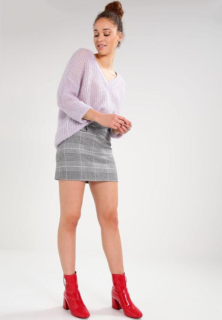 ¡Consigue este tipo de falda corta de Topshop ahora! Haz clic para ver los detalles. Envíos gratis a toda España. Topshop BUCKLE Minifalda black/white: Topshop BUCKLE Minifalda black/white Ropa   | Material exterior: 64% poliéster, 32% viscosa, 4% elastano | Ropa ¡Haz tu pedido   y disfruta de gastos de enví-o gratuitos! (falda corta, minifaldas, minifalda, corta, cortas, mini, kurzer rock, falda corta, jupe courte, gonna corta, mini)