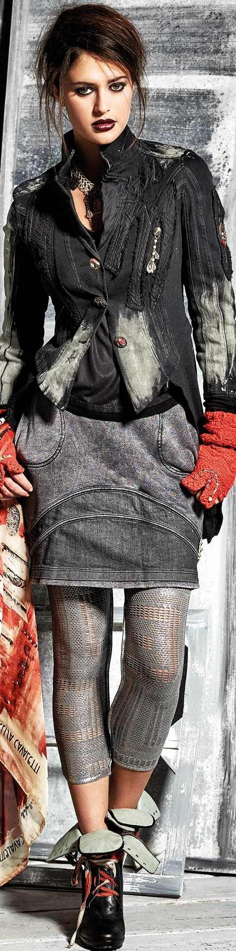 Elisa Cavaletti Fall / Winter 2015-16 (the tone this outfit sets)