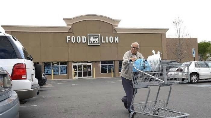 Food Lion launches grocery pickup service in Dilworth The app Instacart, launched in Charlotte in spring of 2016, lets users order online from six stores (Harris Teeter, Food Lion, Publix, Whole Foods, Costco and BJ's Wholesale Club), then delivers directly to shoppers' doorsteps, for instance.
