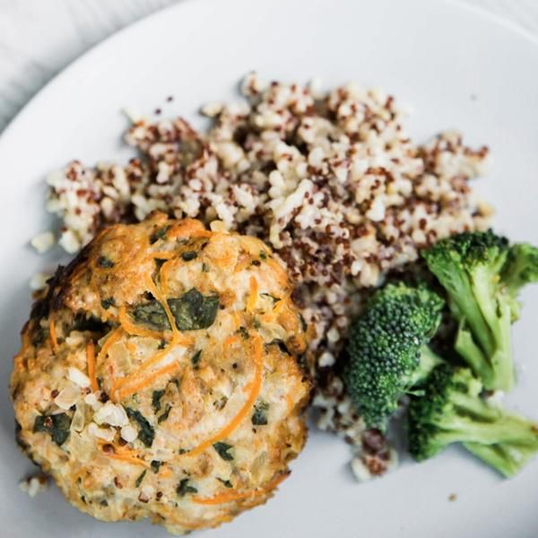 Free Range Chicken & Vegetable Pattie on quinoa and brown rice with broccoli 350g