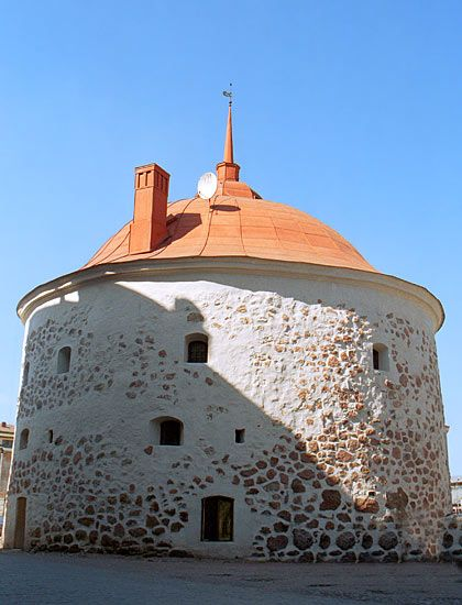 Brief history of the round tower, Vyborg.
