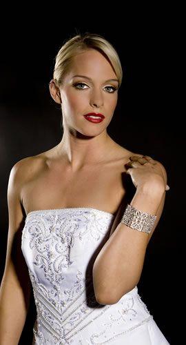 The history of fashion. Part 3 – The Wedding Dress. Image of the wedding dress taken from micar.com  #wedding #weddingdress