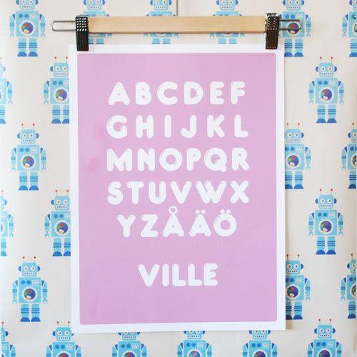 Alfabetsposter med eget namn! Skräddarsydda namntavlor, bokstavsposters och citattavlor. Grafiska prints och barnposters i små upplagor. www.itsteatimedarling.se #namntavla #bokstavsposter #barnposter #illustration #barnrum #poster #bokstav #typografi #kidsroom