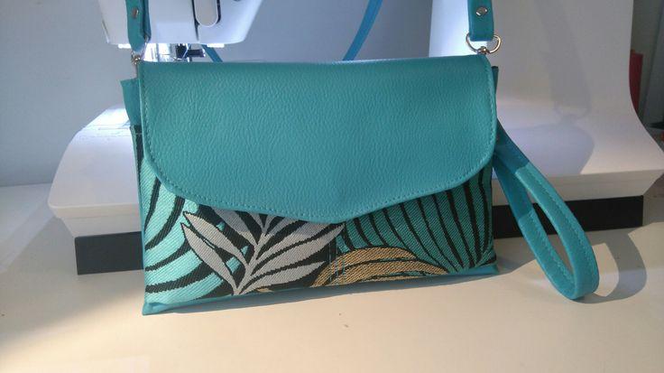 sac à main/pochette simili cuir bleu turquoise avec anse amovible