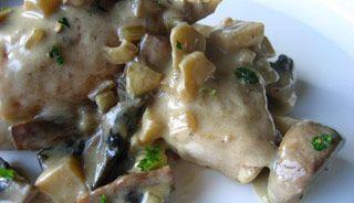 Poitrines de poulet à la crème de champignons et vin blanc, mijoteuse
