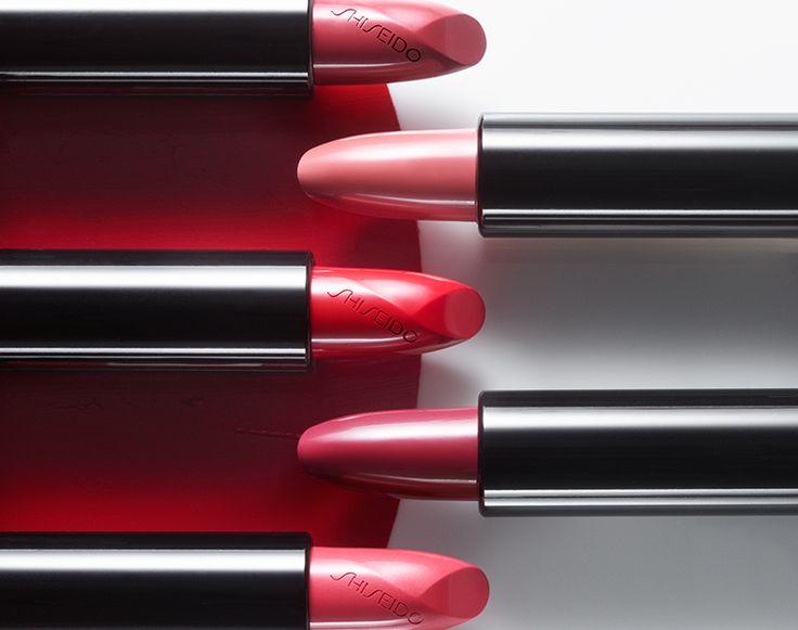 Flessibilità̀ e tenuta impeccabile: la formula di Rouge Rouge si muove con le tue labbra per un effetto modellato e scolpito! #sharebeauty