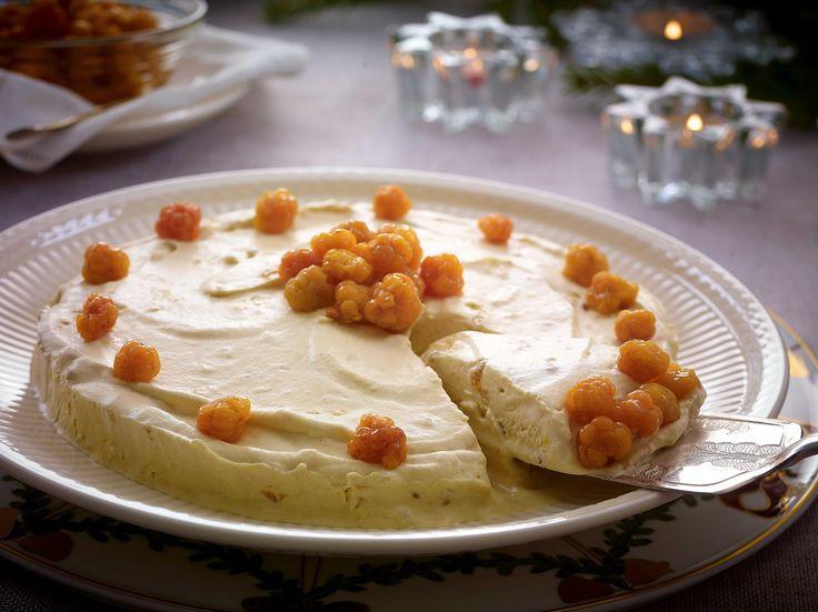 Parfait, også kalt kongen av frosne desserter, er en type iskrem som er basert på eggedosis og stivpisket fløte.