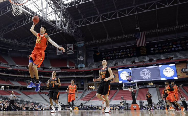 derek_willis33 takes flight at the Reese's College All-Star Game.