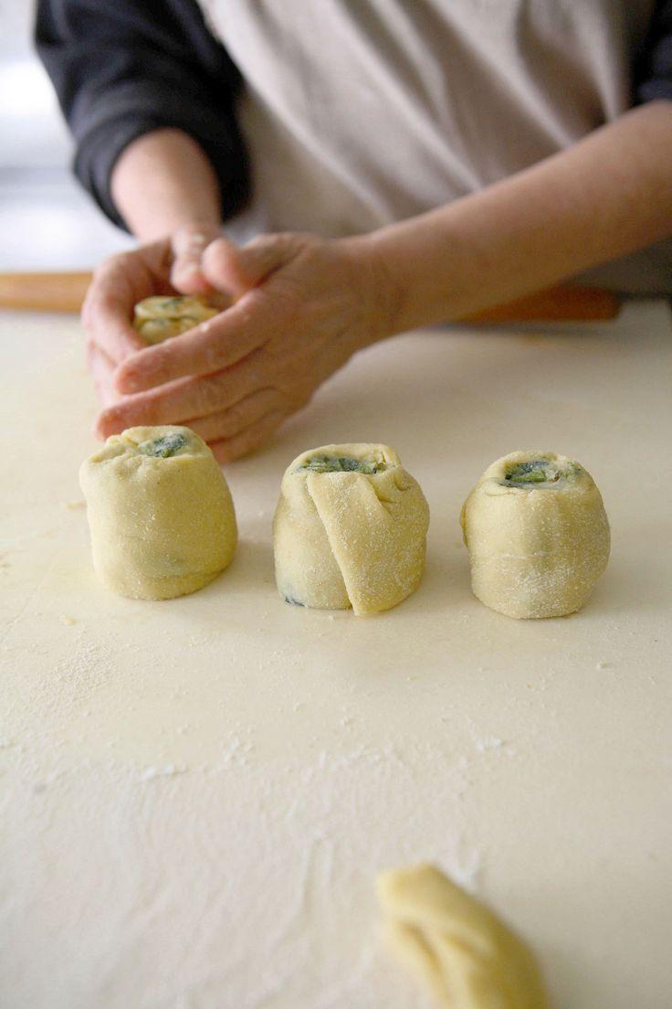 Una versione alternativa di una torta salata, dei piccoli paninetti perfetti per un aperitivo