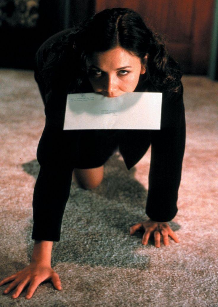 maggie in secretary (2002)
