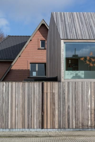 Varying wdth boards with thin bullnose coping - Declerck-Daels Architecten - Projecten