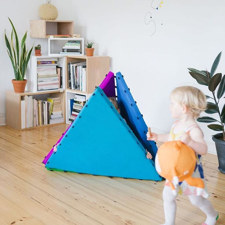 Kuckuck Tukluk! Wo hat sich denn nur die große Schwester versteckt? #verstecken #spielen #letthemplay #schwesterliebe #interior #kidsdesign #tukluk #tukluks #designforkids #spielmatte #tipi #turnmatte #magnetic #kids #lifewithkids #play #playing #kidsinterior #kidsinteriorinspo #kidsinteriordesign #hideandseek #tent