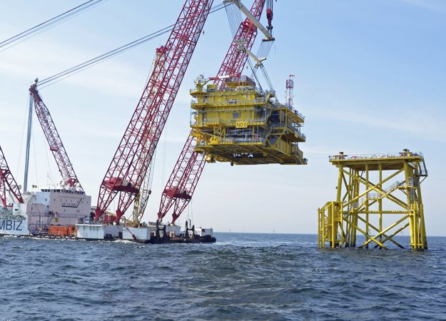 Installation Of The 1800 Tonne Offshore Substation At Rwo