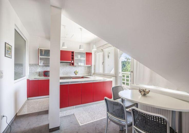 Különleges belső kialakítású 3-szintes, maximálisan szeparált ikerfél csodás panorámával, modern, egyedi konyhabútorral. Családi ház eladó Pálvölgy 300 m² - HomeHunters - Ingatlanok _ Budapest