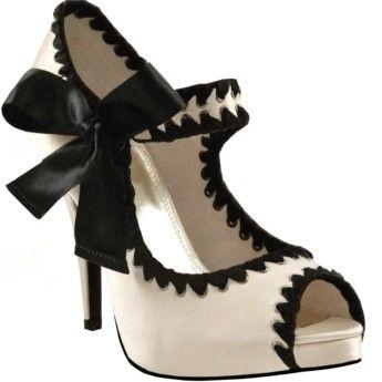 Black bows: White Shoes, Fashion Shoes, Bows Heels, Black And White, Black Shoes, Black White, Styles, White Heels, Girls Shoes