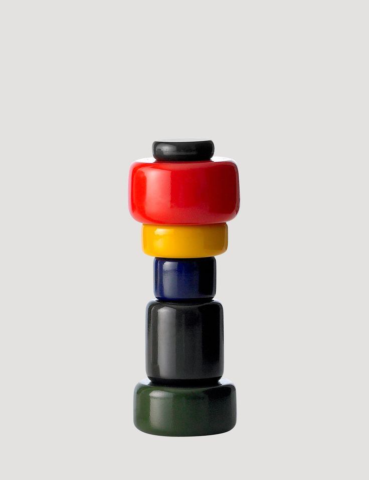 PLUS is an iconic Muuto piece of Nordic design that challenges and plays with the original shape and design of a salt and pepper grinder.  PLUS is available in six different colours and has an adjustable grinder function. Its eye-catching design makes it a natural focal point when added to any table setting.