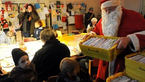 Weihnachtspostamt/Letter writing to Santa