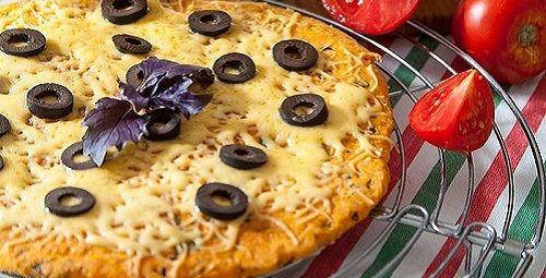 Томатная лепешка с базиликом, чесноком и сыром из муки с отрубями | Пицца и фокаччо