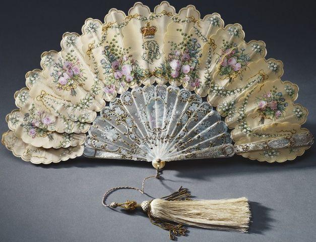 >y< Queen Victoria's birthday fan 1858
