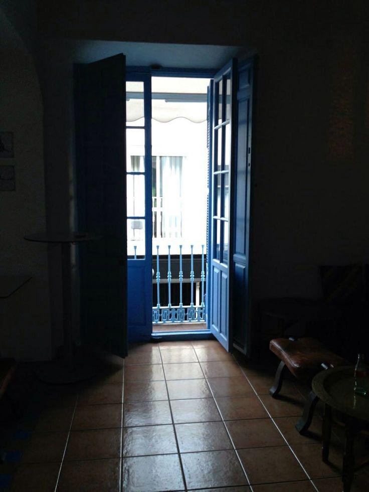 Puerta azul terraza