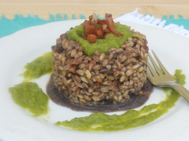 Vado...in CUCINA: Farro con fagioli neri e mortadella croccante su salsa di asparagi #farro #food #laprodelfarro