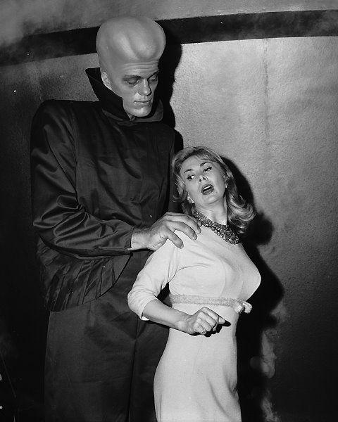 vintagegeekculture:  Richard Kiel in the Twilight Zone.