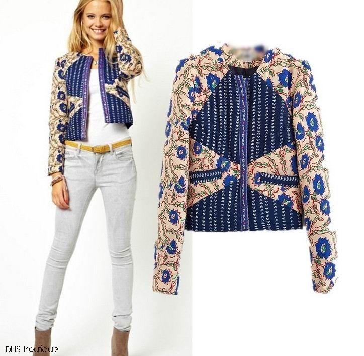 Jaqueta com recortes de tecido floral e azul R$139,90