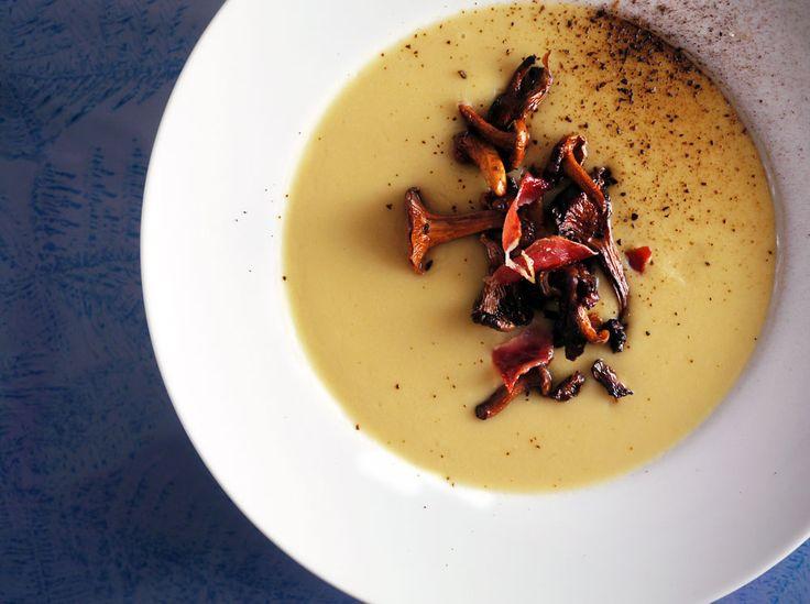 bønnesuppe med brent hvitløk & kantareller