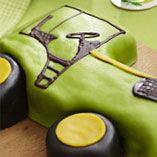 Traktortårta - Recept http://www.dansukker.se/se/recept/traktortaarta.aspx Vem skulle inte vilja köra omkring i den traktorn..eller äta upp den! #traktor #cake #barnkalas