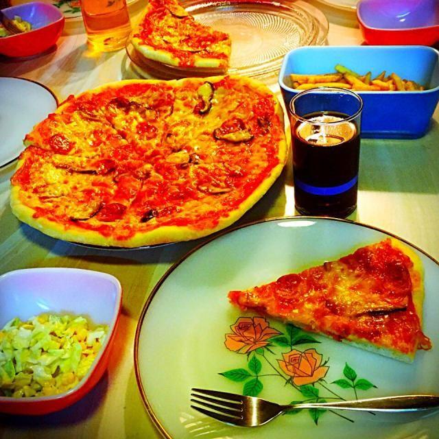 ばぶちゃんだった次男も 中学を卒業✨ 今夜は我が家でお泊まり会。 友だちのリクエストでピザ! 4枚焼きました - 32件のもぐもぐ - コトコト煮込んだピザソースが旨うま手作りピザ♪ by sohfuku